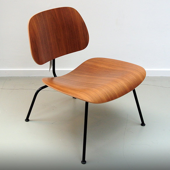 "Vitra Eames loungechair ""LCM"" Walnut"