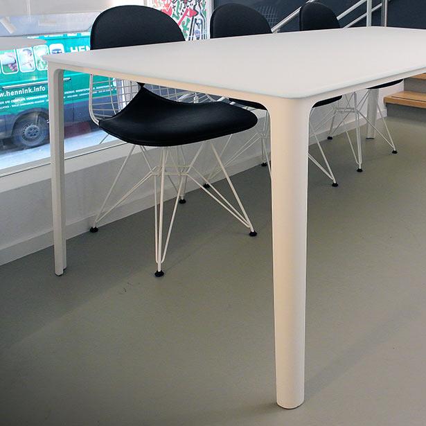 Vitra-plate-table-wit-glas-Masinterieur-opruiming-aanbieding.2